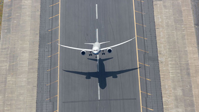 787 Dreamliner taking off